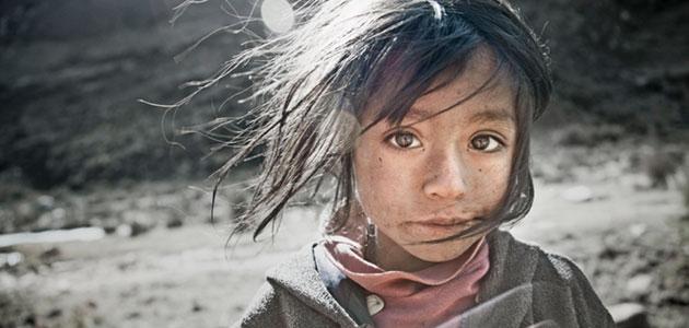 Fotografía de una niña tomada por Cory Richards
